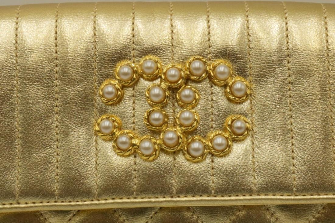Beautiful Chanel Gold Leather Purse - 2