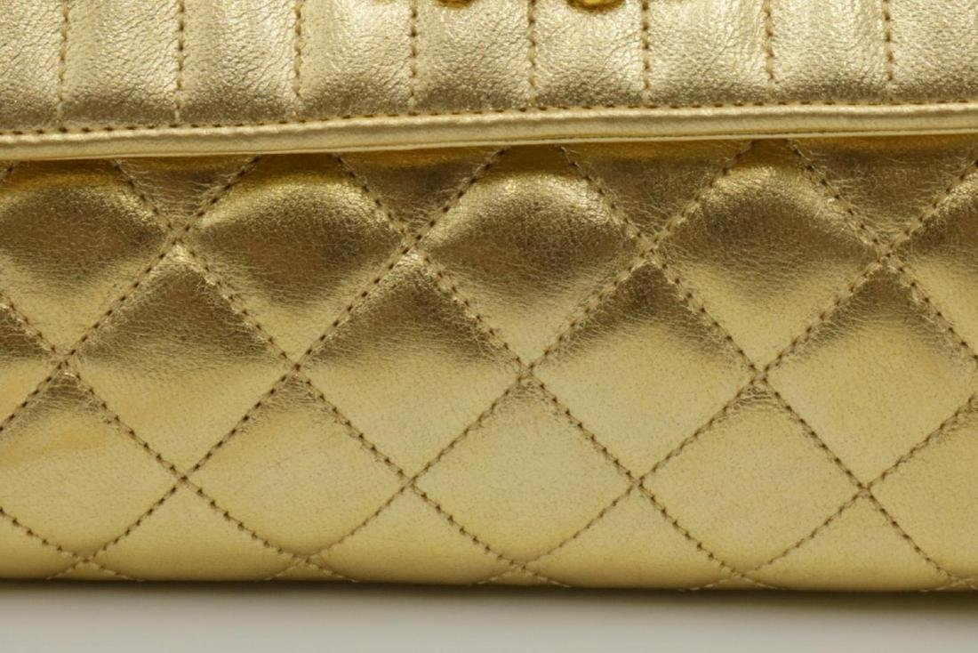 Beautiful Chanel Gold Leather Purse - 3