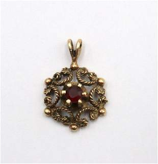 14Kt Yellow Gold & Garnet Pendant