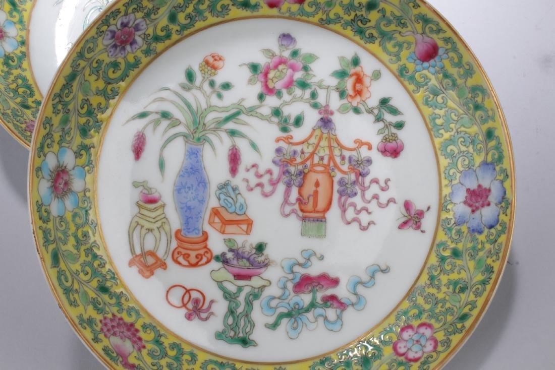 A Pair of Famille Verte Porcelain Plates - 2