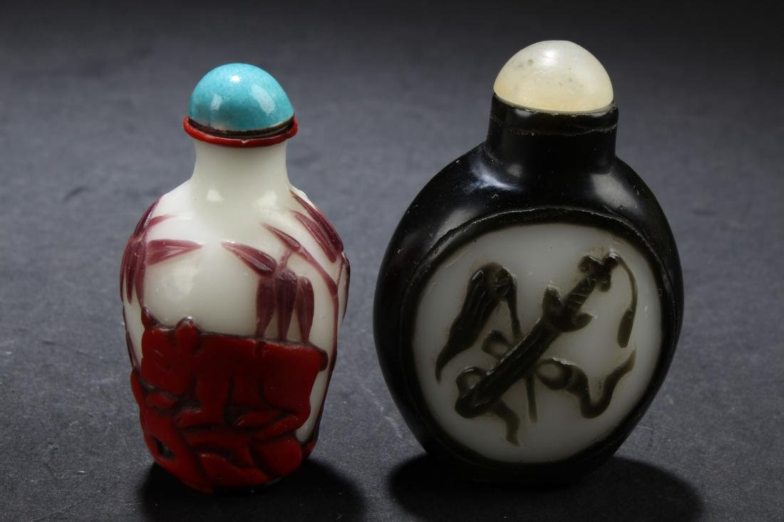Two Chinese Estate Snuff Bottle Display - 3