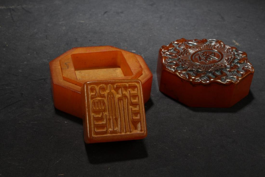 Chinese Soapstone seal with hexagonal shaped box. - 2