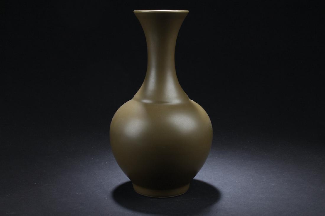 A Chinese Tea-color Estate Plain-style Porcelain Vase