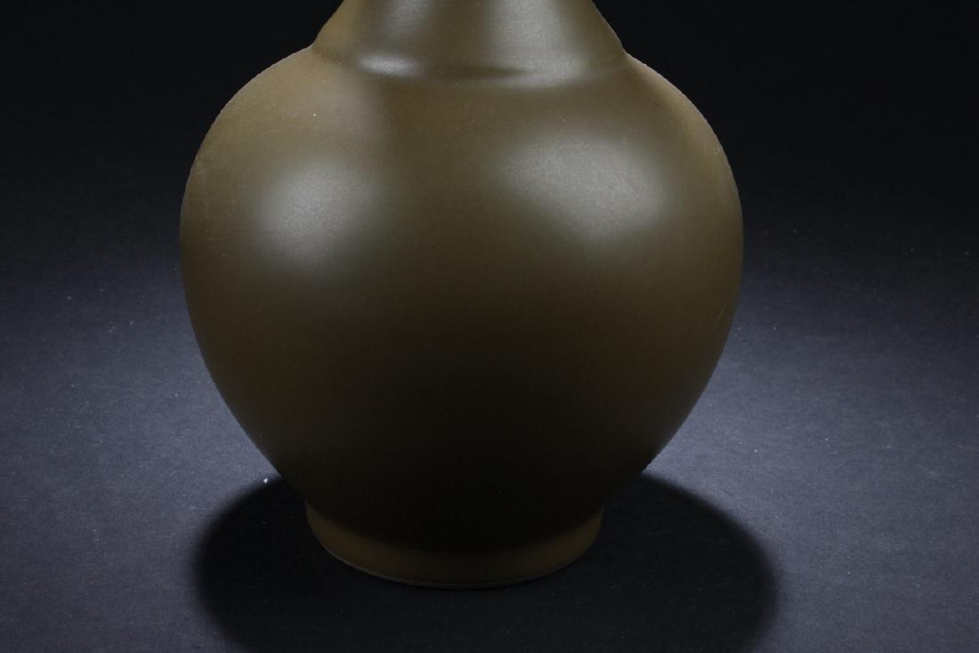 A Chinese Tea-color Estate Plain-style Porcelain Vase - 3