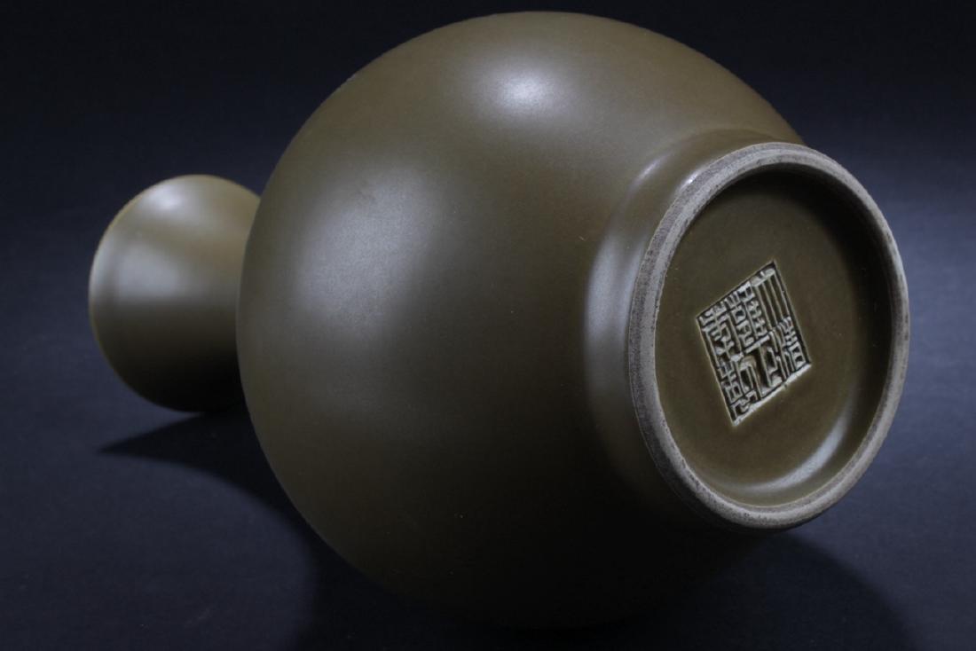 A Chinese Tea-color Estate Plain-style Porcelain Vase - 5