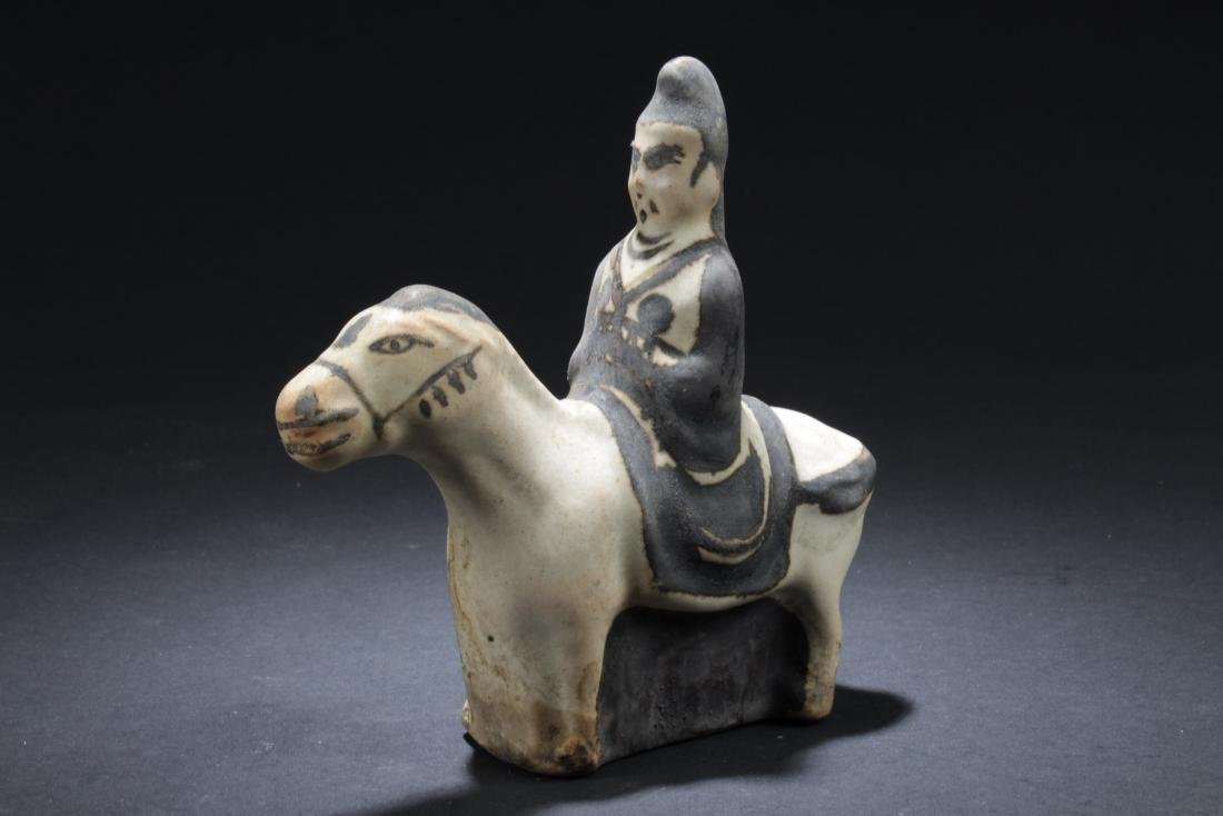 A Chinese Pottey Statue