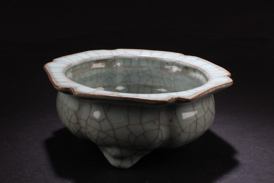 Chinese Crackleware Tripod Censer