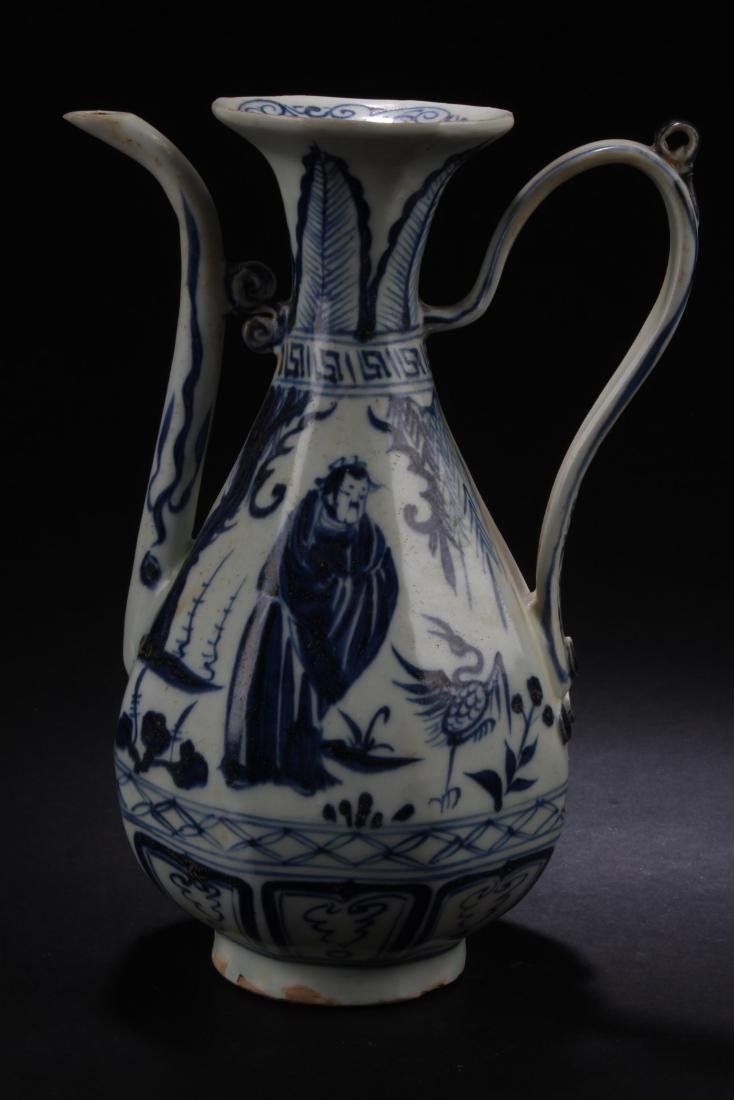 Chinese blue & White Ewer