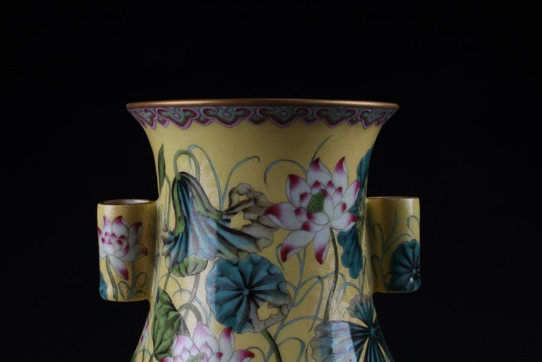 A Pair of chinese Porcelain Vases - 2