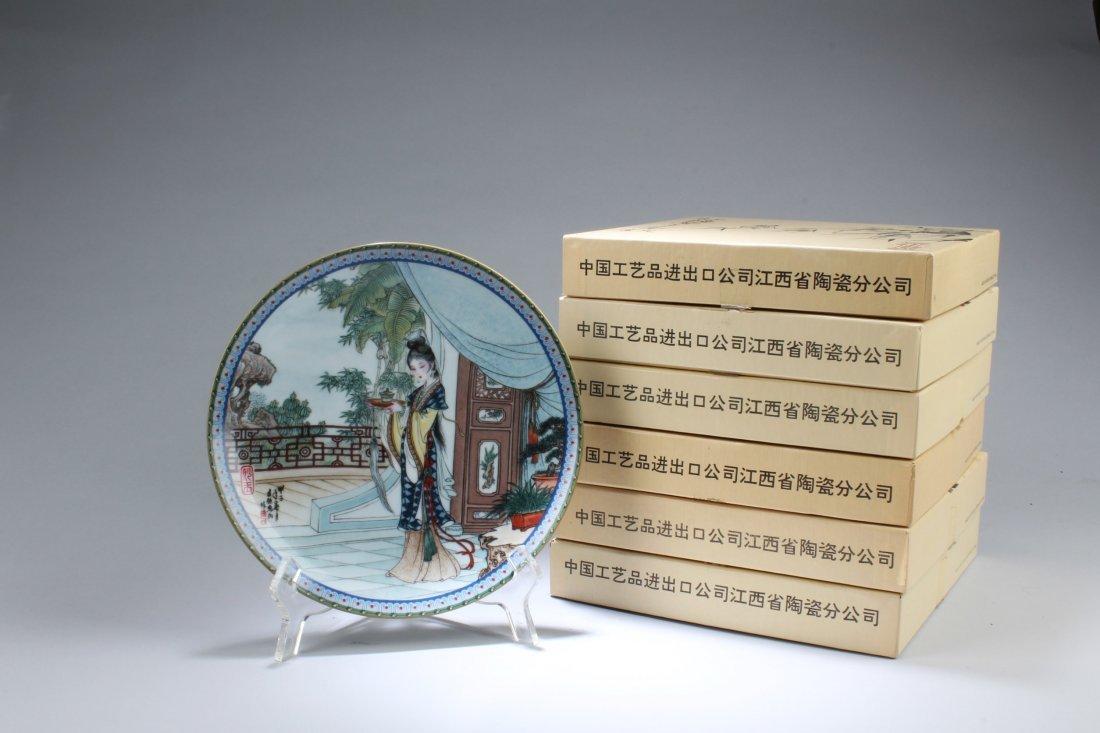A Set of Six Round Decorative Plates - 5
