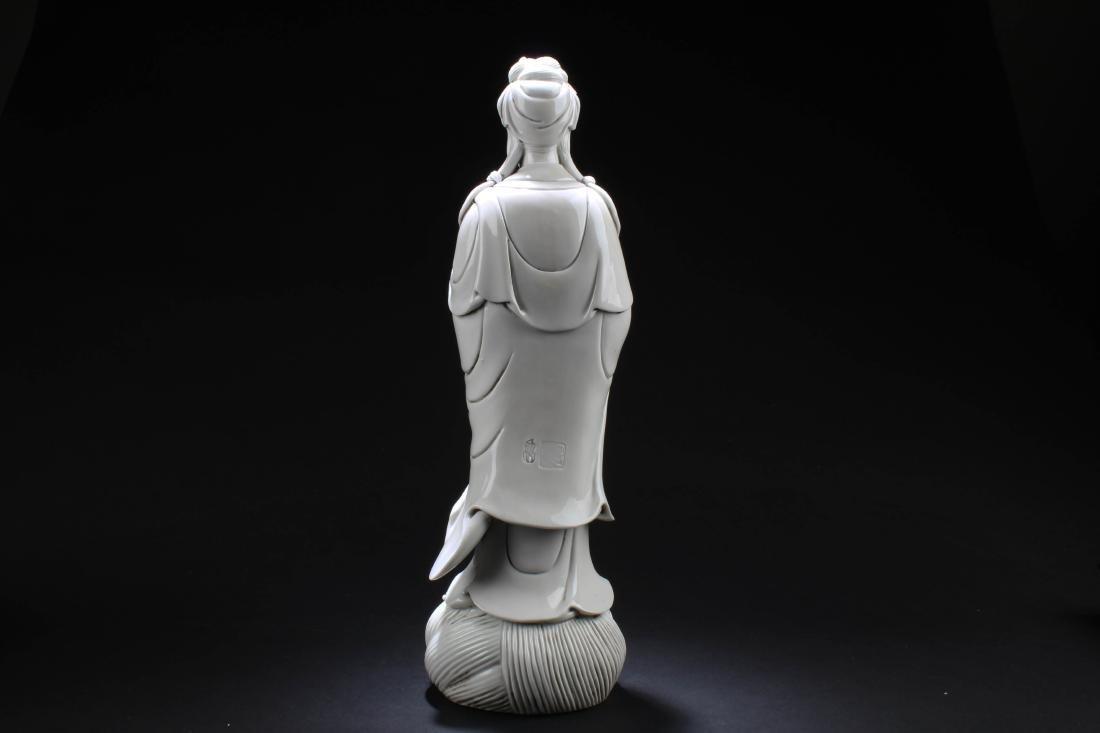 Chinese Blanc De Chine Guanyin Statue - 4