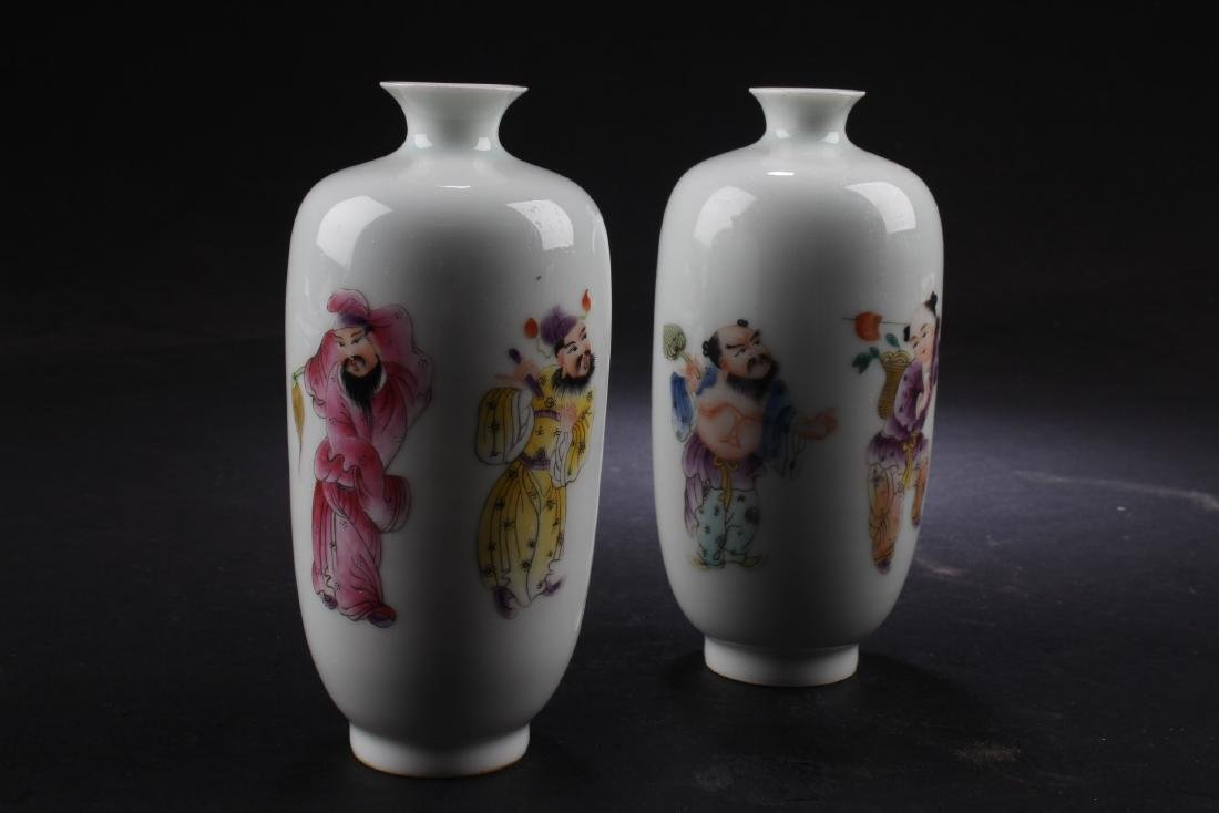 A Pair of Chiense porcelain Vases