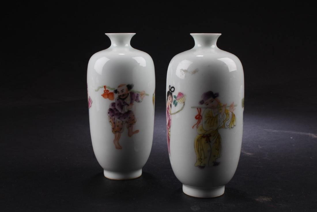 A Pair of Chiense porcelain Vases - 2
