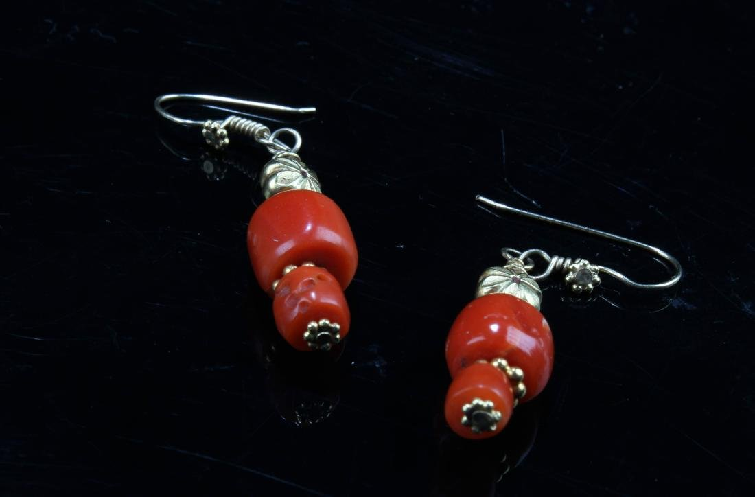 A Pair of Red Coral Earring - 3