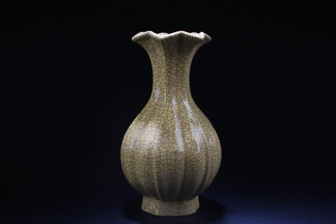 Chinese Crackleware Porcelain Vase