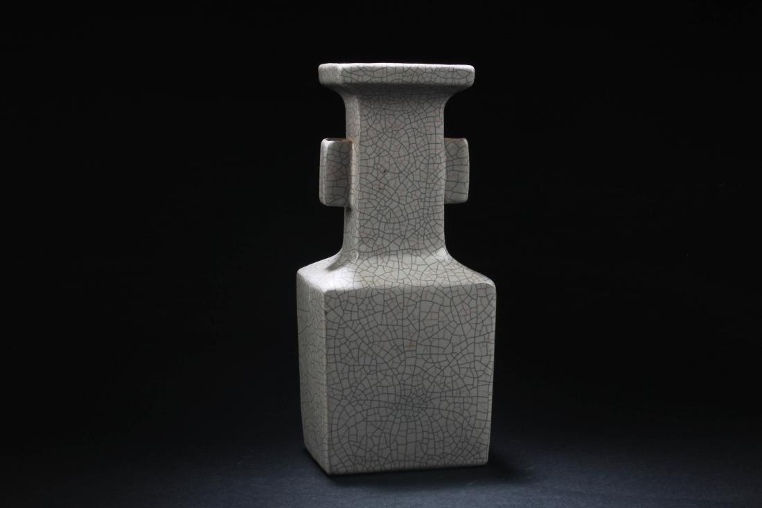 Chinese Crackleware Porcelain Vase
