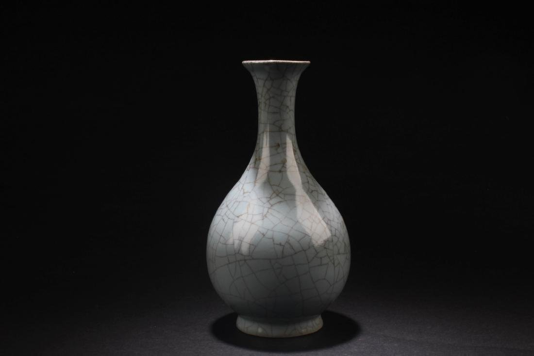 Chinese Porcelain Crackleware Vase