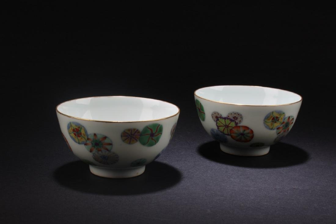 A Pair of Chinese Porcelain Bowls - 2