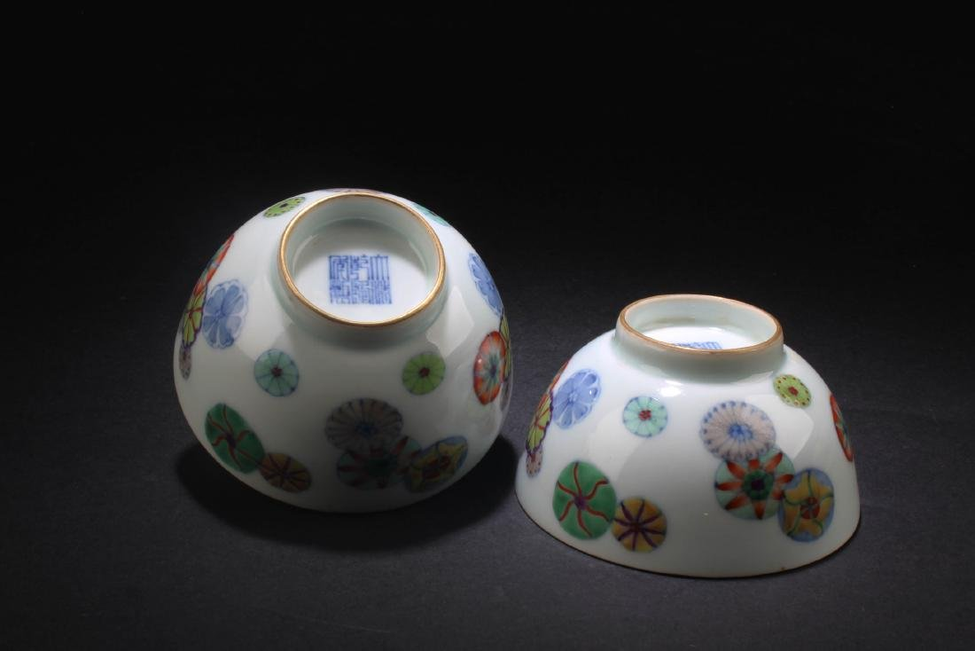 A Pair of Chinese Porcelain Bowls - 4