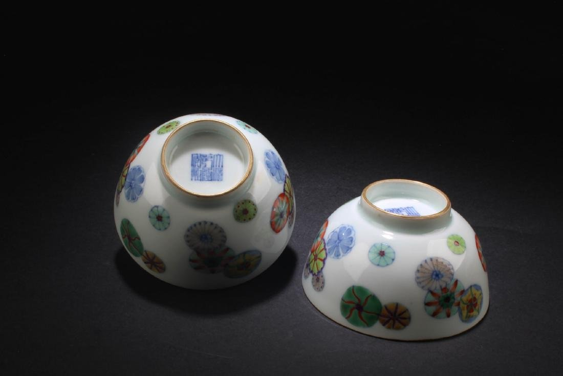 A Pair of Chinese Porcelain Bowls - 5