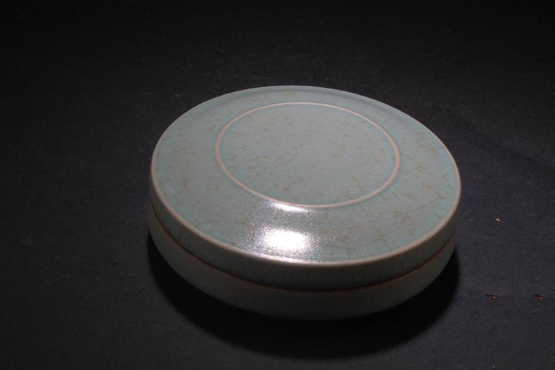 Chinese Porcelain Round Container