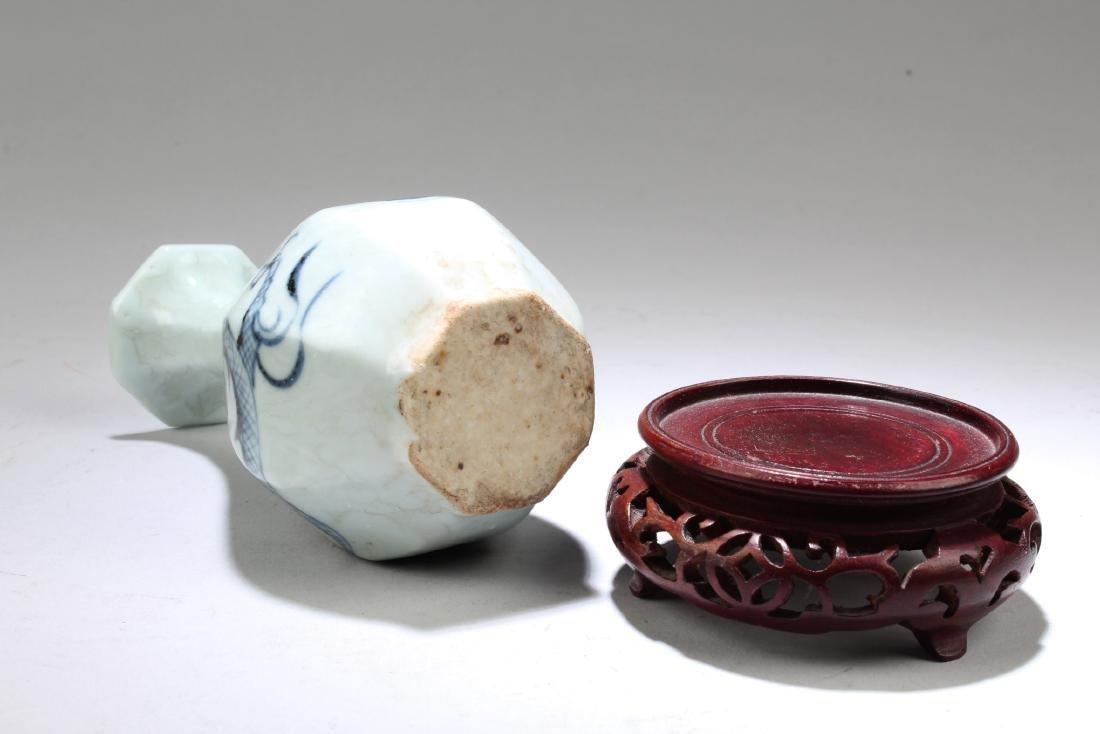Chinese Porcelain Octagonal Shaped Vase - 4