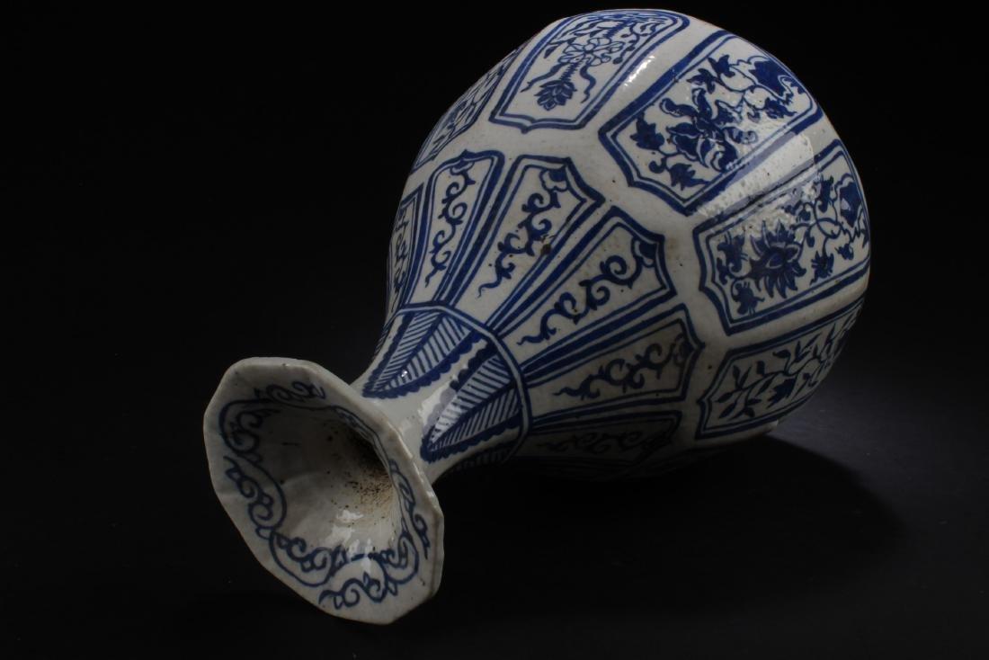 Antique Chinese Blue & White Porcelain Vase - 4