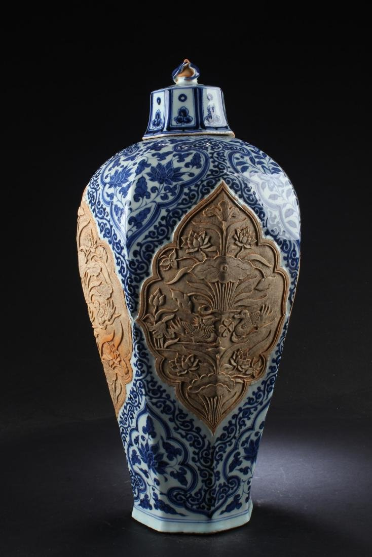 A Porcelain Vase with Lid Cover