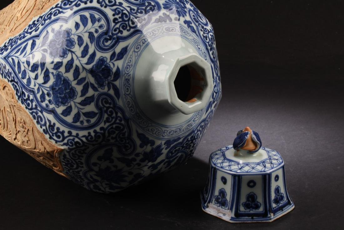 A Porcelain Vase with Lid Cover - 3