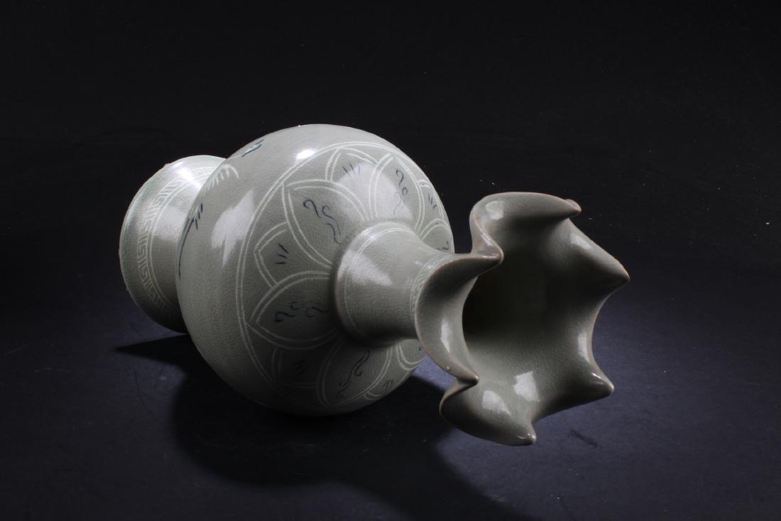 A Korean Porcelain Vase - 3