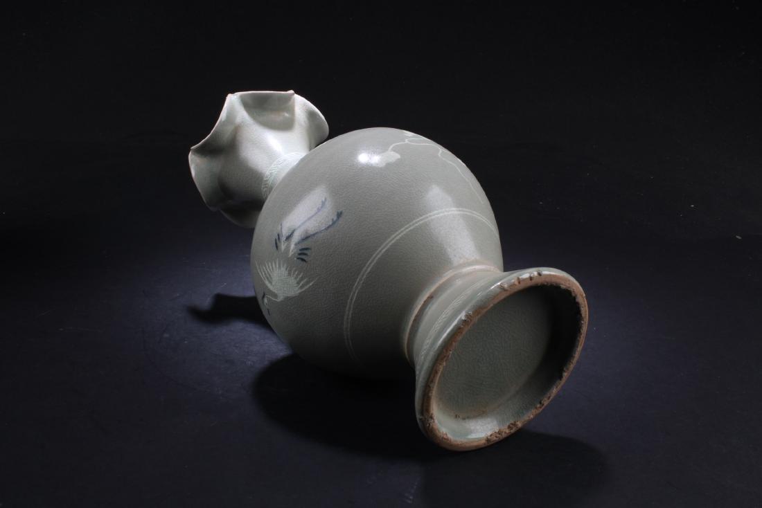A Korean Porcelain Vase - 4