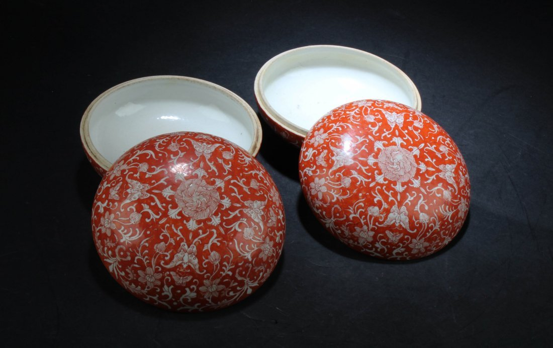 A Pair of Chinese Porcelain Round Containers - 4