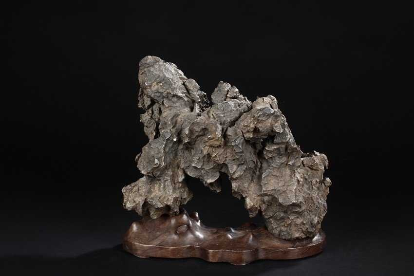 A Scholar's Rock. Comes fitted with a wooden stand - 2