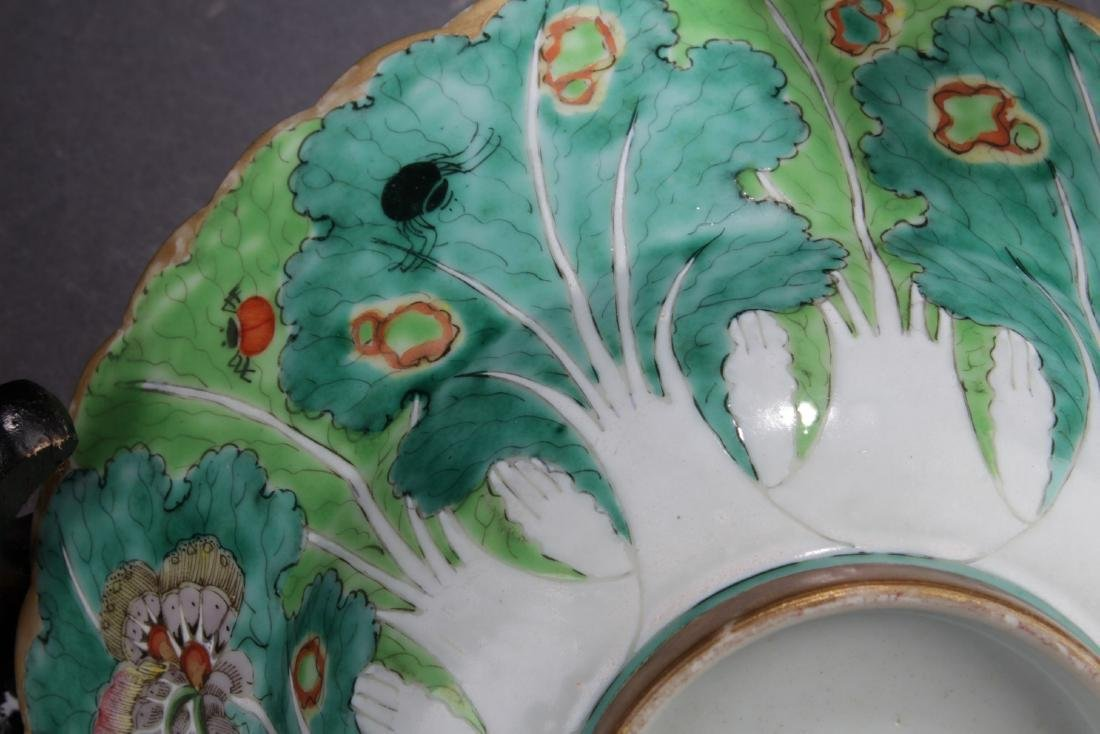 A Pair of Antique Chinese Famille Rose Bowls - 4