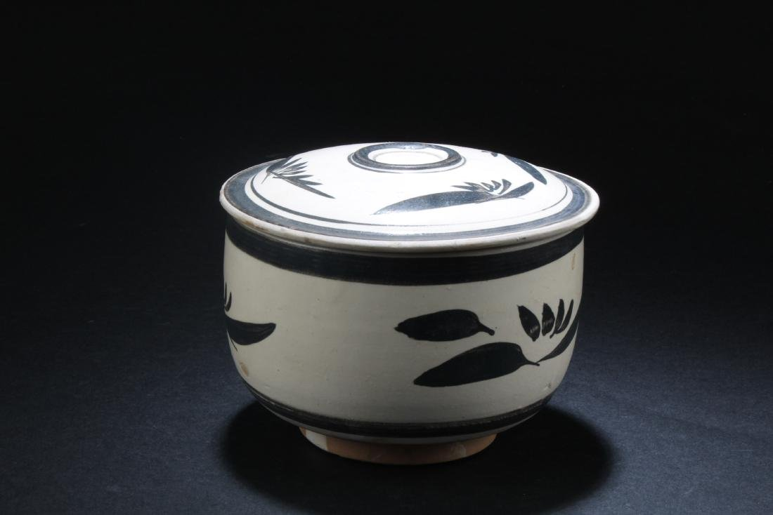 Chinese Pottery Jar with Lid Cover