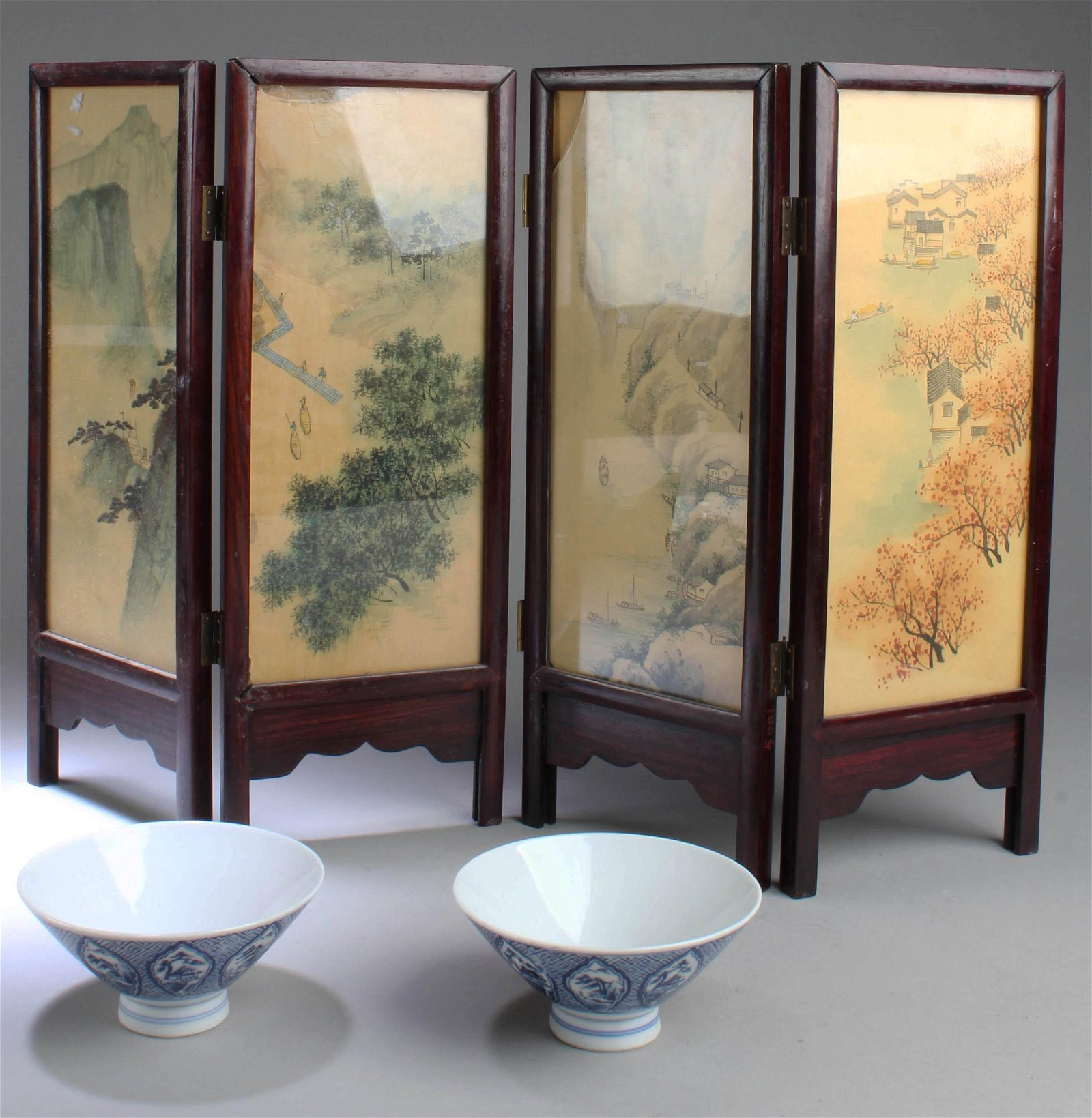Two Chinese Blue & White Bowls & Two Table Screen