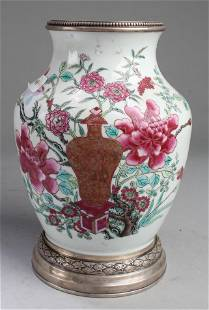 Chinese Antique Famille Rose Porcelain Vase