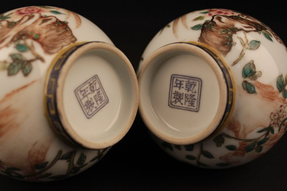 A Pair of Chinese Porcelain Vases - 4