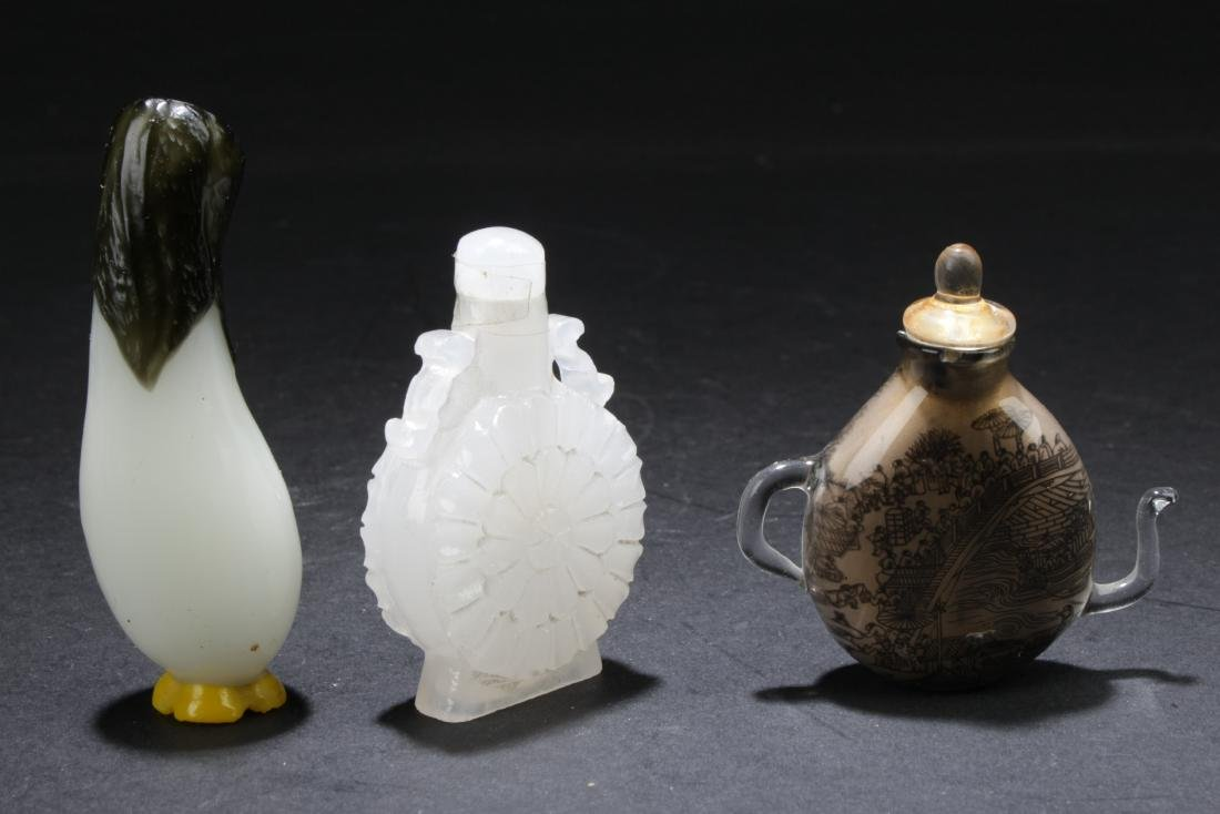 A Group of Three Chinese Snuff Bottles - 2