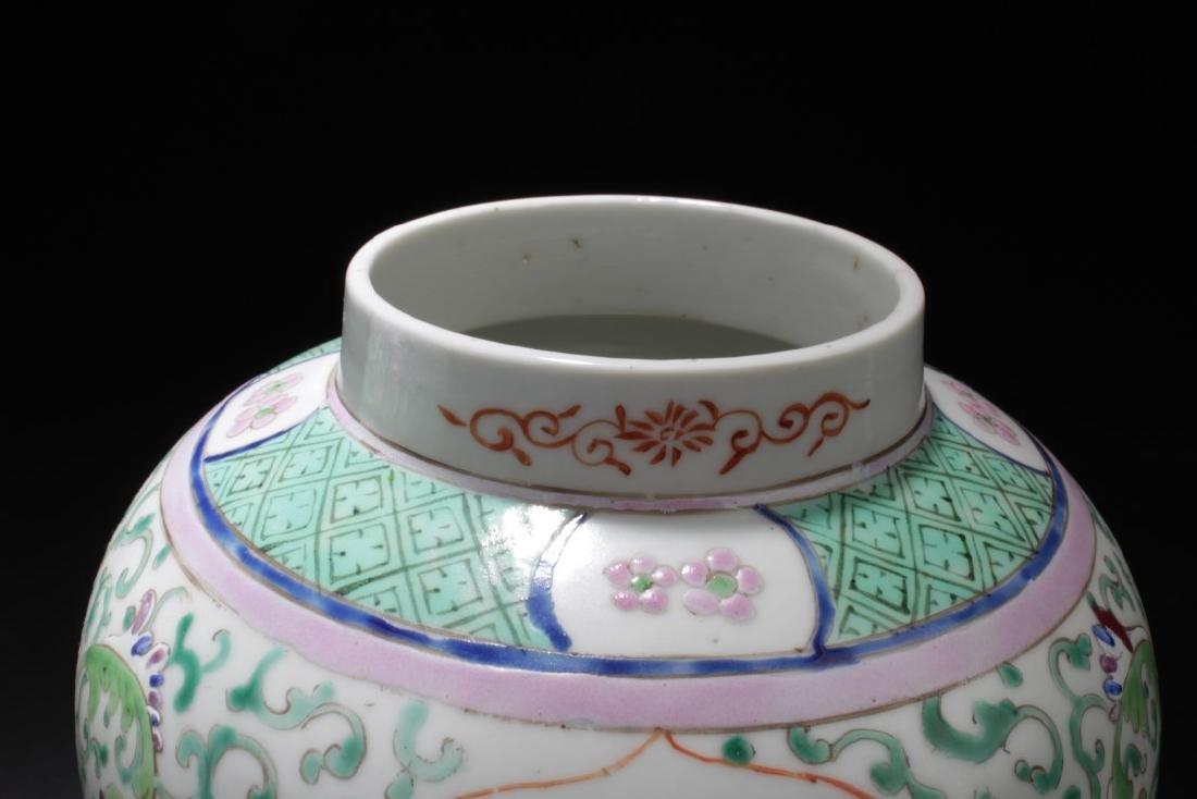A Pair of Chinese Famille Verte Pocelain Jars - 3
