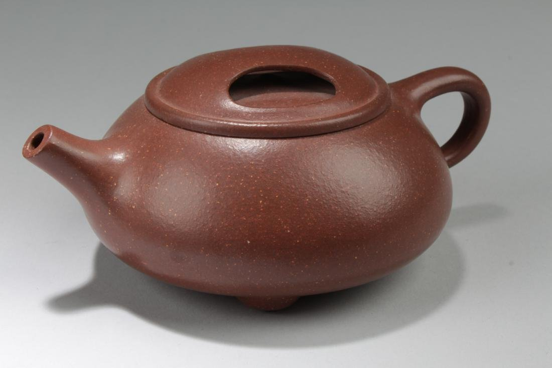 A Chinese Inner-goldcolor Round Tea Pot