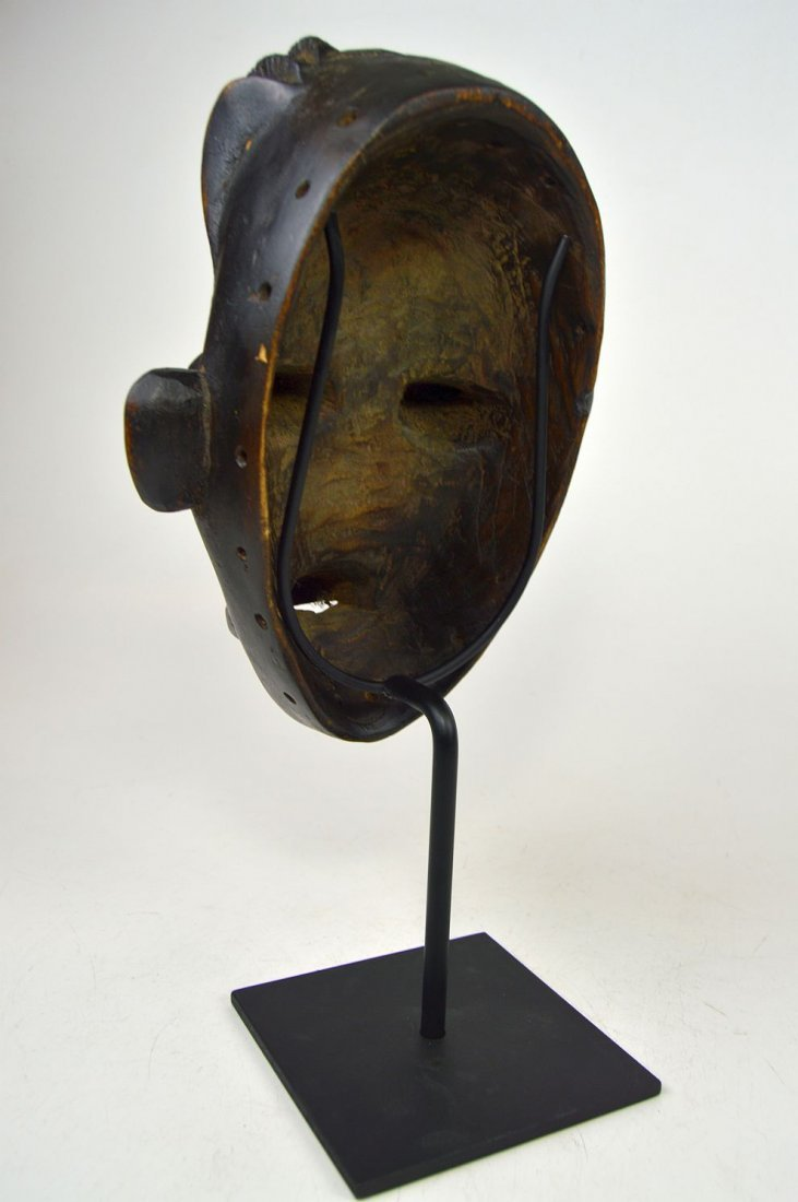 A Whimsical Dan Bassa African mask - 3