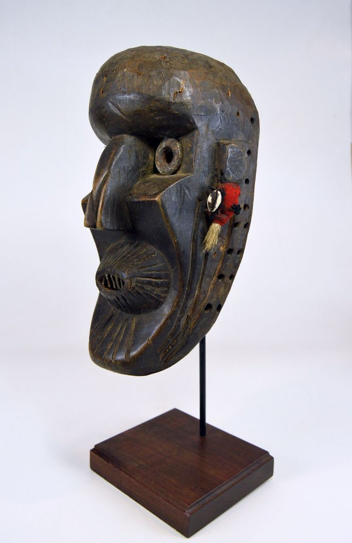 A Rare Toma African mask with Linear designs