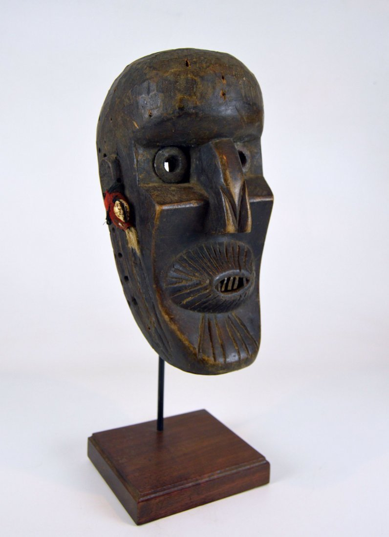 A Rare Toma African mask with Linear designs - 2