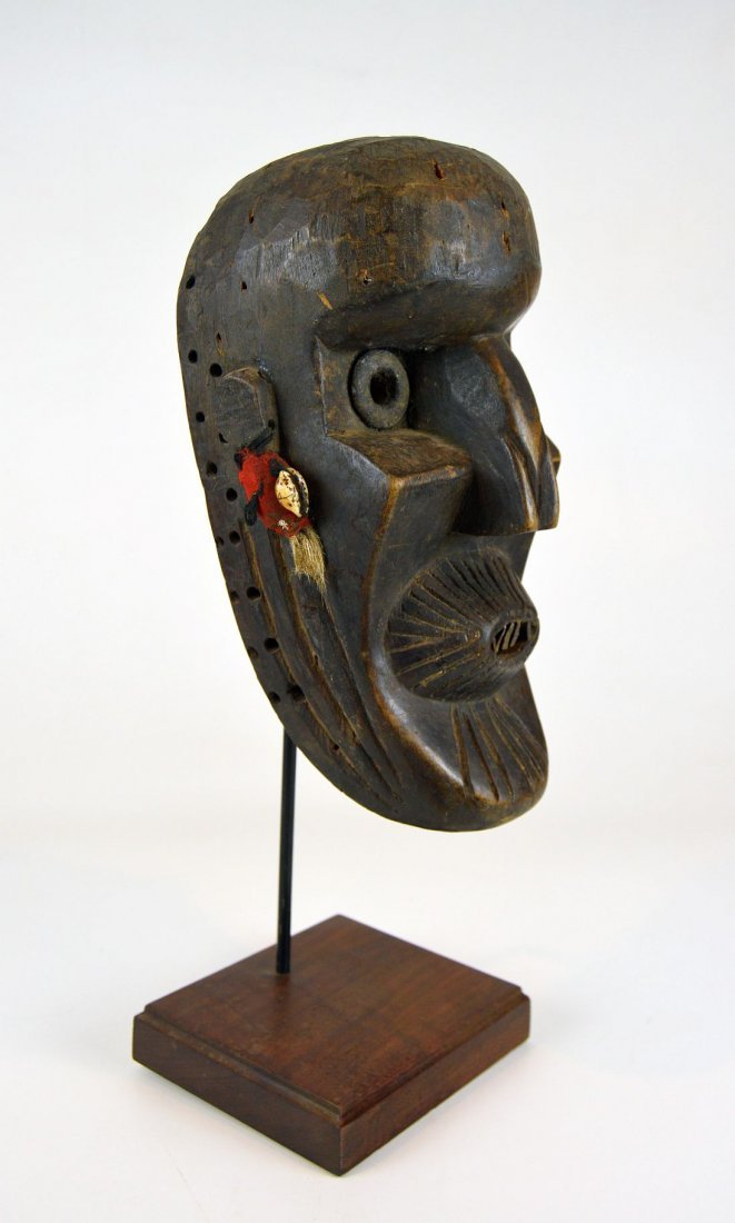 A Rare Toma African mask with Linear designs - 3