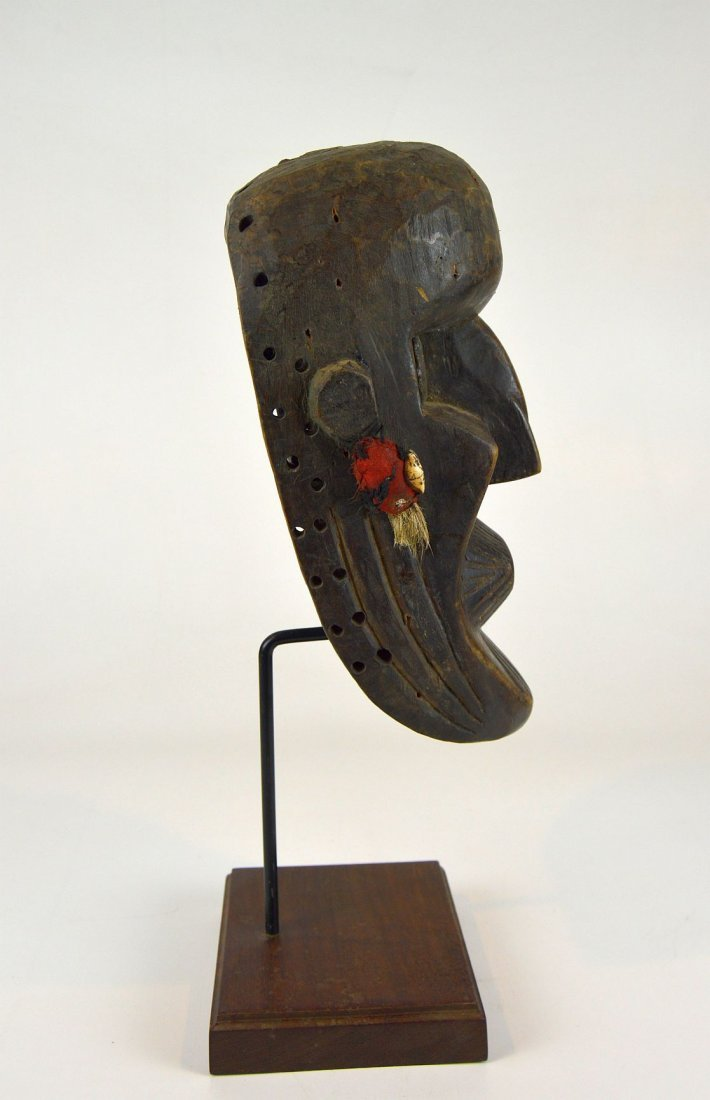 A Rare Toma African mask with Linear designs - 4