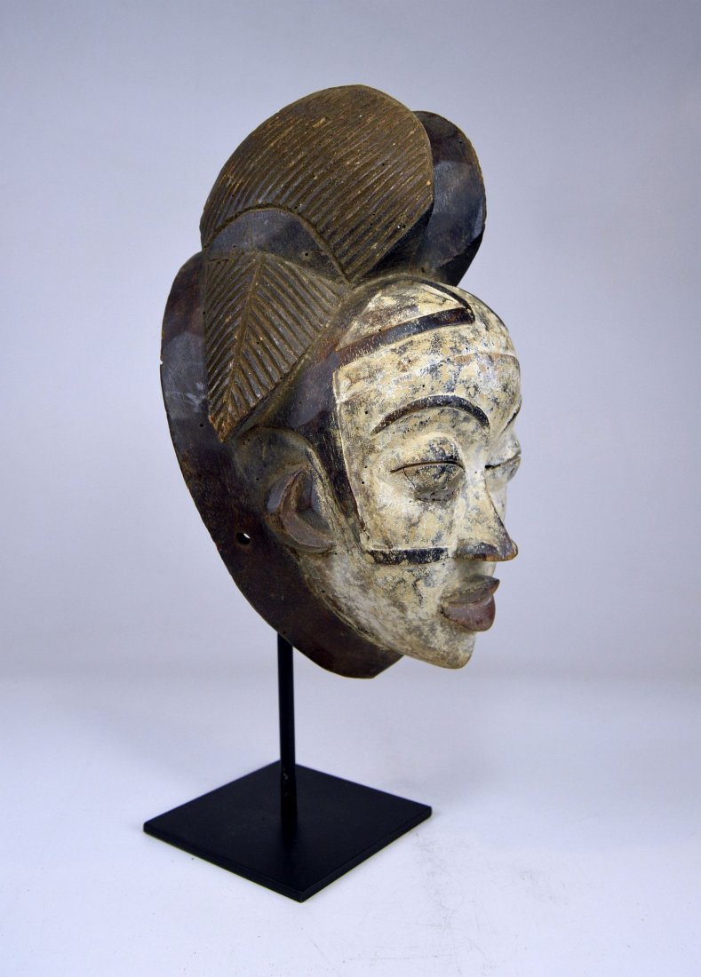 A Punu Mukudj African mask with painted facial designs - 3