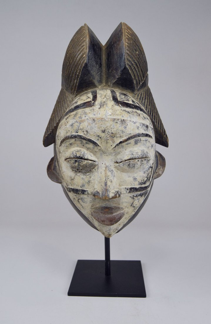 A Punu Mukudj African mask with painted facial designs - 4