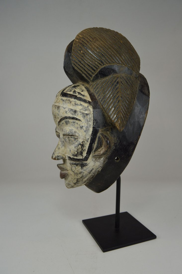 A Punu Mukudj African mask with painted facial designs - 7