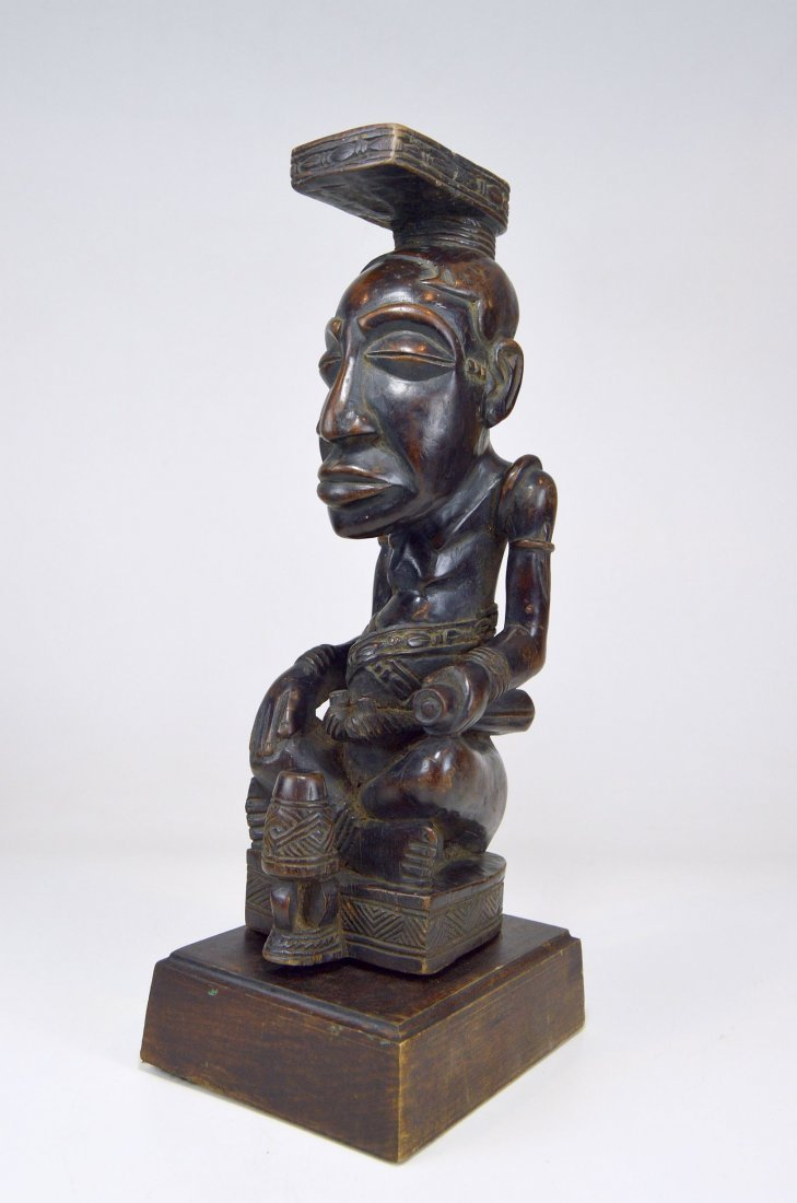 A Fine Kuba Ndop sculpture of the King - 9